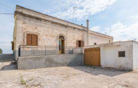 Vendita casolari e lamie – Via Cristoforo Colombo, Cisternino (Brindisi)