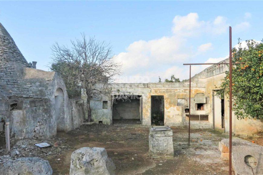 Vendita trulli e lamie rustici – Contrada Madonna della Grotta, Ceglie Messapica (Brindisi)