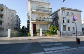 Affitto locale commerciale – Via Roma (Piazza San G. Bosco), Cisternino (Brindisi)