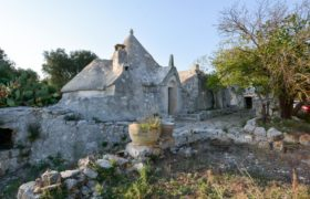 Vendita trulli e lamie rustici – Contrada Pulledri, Villa Castelli (Brindisi)