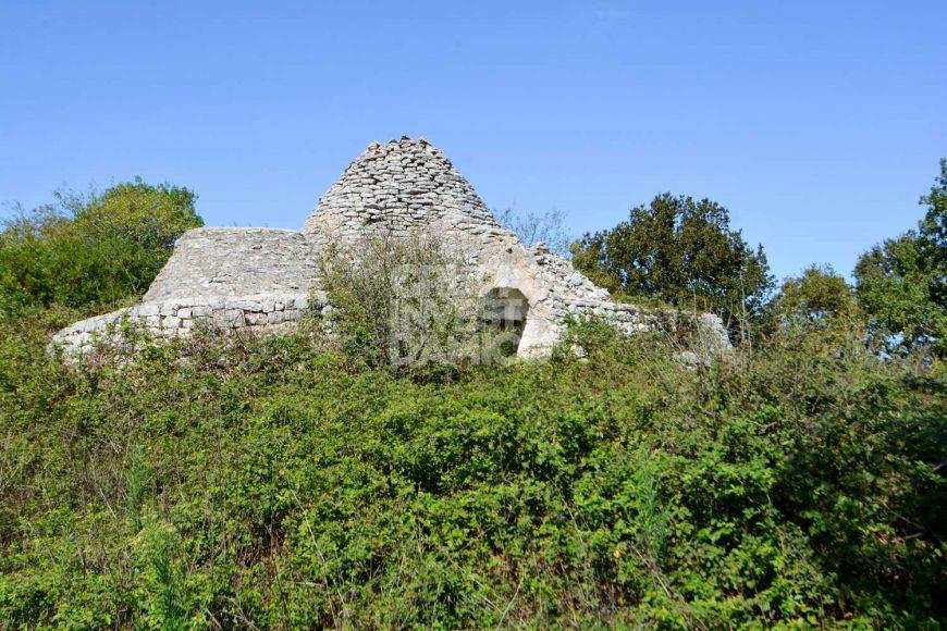 Vendita trulli e lamie rustici – Contrada Ulmo, Ceglie Messapica (Brindisi)