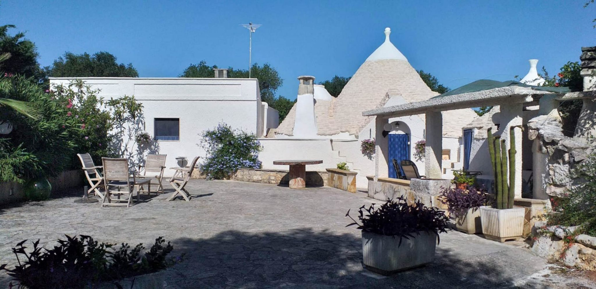 Habitable trulli for sale – Contrada Ulmo, Ceglie Messapica (Brindisi)