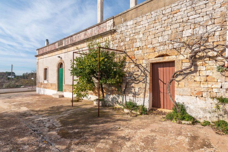Vendita casolari e lamie – Viale Stazione, Cisternino (Brindisi)