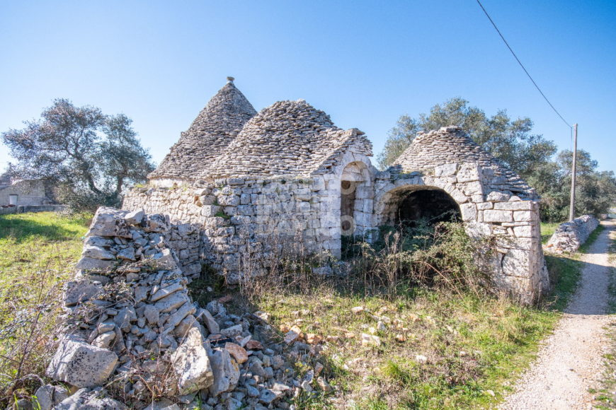Vendita trulli e lamie rustici – frantoio – Contrada Pantaleo, Locorotondo (Bari)