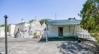 Vendita trulli e lamie abitabili – Contrada Chiobbica, Ostuni (Brindisi)