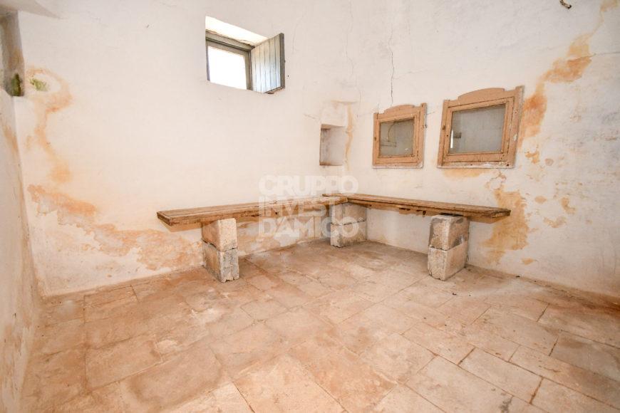 Vendita trulli e lamie rustici – Contrada Cinque Noci, Locorotondo (Bari)