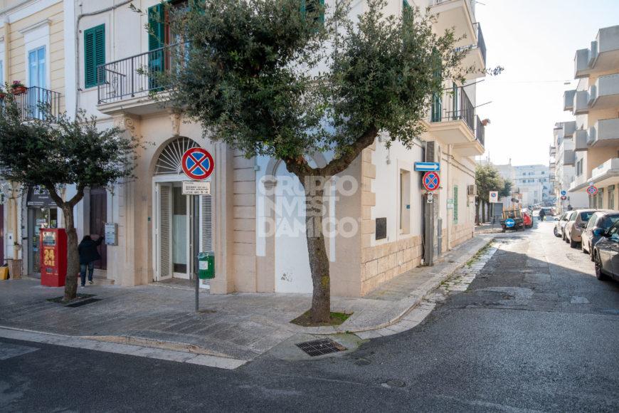 Affitto locale commerciale – Via Regina Margherita, Cisternino (Brindisi)