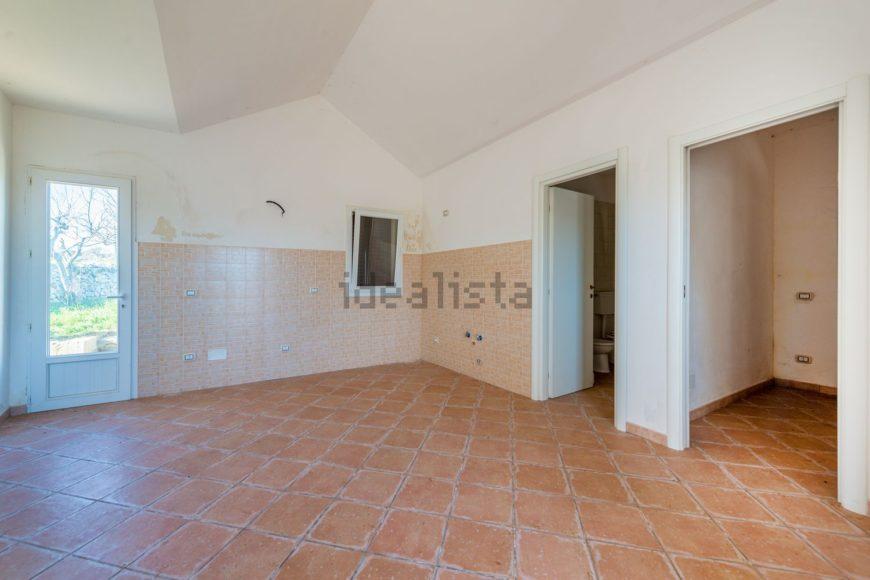 Vendita trulli abitabili – Strada Semeraro, Martina Franca (Taranto)