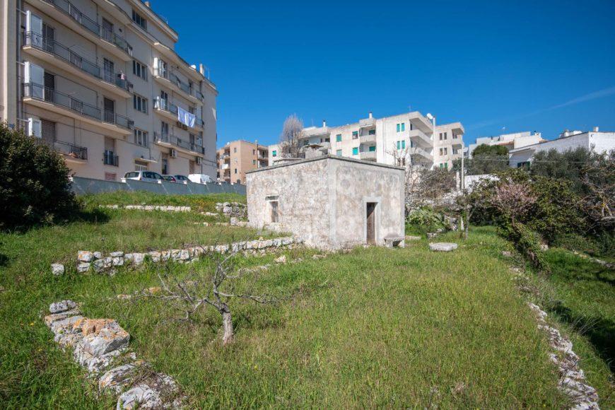 Vendita trulli e lamie rustici – Via dei Giardini, Cisternino (Brindisi)